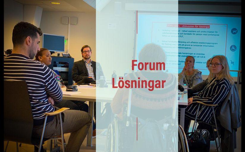 """sammanträde med folk och en text """"forum Lösningar"""""""